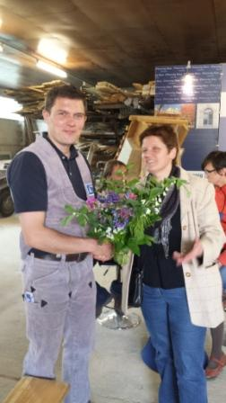 Europakandidatin Maria Heubuch gratuliert David Pfennig